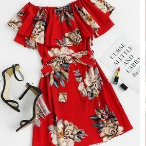Dresses & Skirts - NWOT Summer 🌞 floral dress with belt